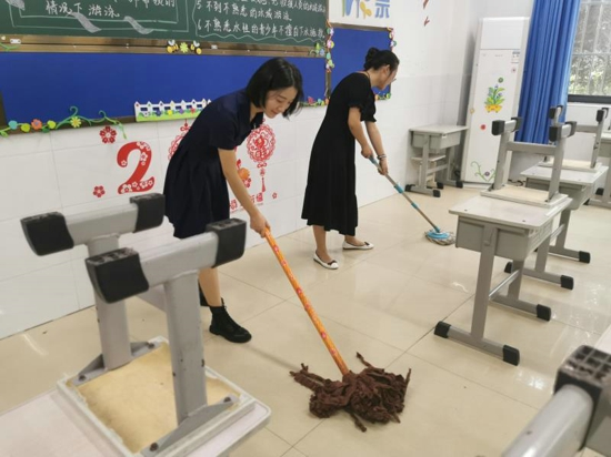 """郑州市管城回族区紫东路小学:卫生大扫除 """"净""""待新学期"""