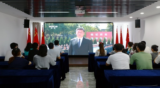 郑州高新区新联会组织会员单位收看纪念中国人民抗日战争暨世界反法西斯战争胜利75周年向抗战烈士敬献花篮仪式