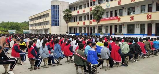 遂平县石寨铺镇:扶贫必扶智,教育助脱贫