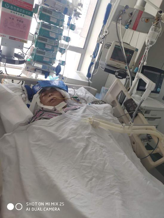 周口太康一女子被车撞重伤,俩孩子每天叠纸鹤向着妈妈住院的地方祈祷