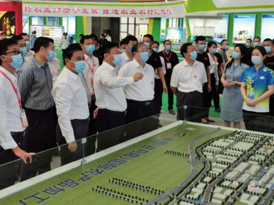 第二十三届中国农产品加工业投资贸易洽谈会在驻马店国际会展中心开幕