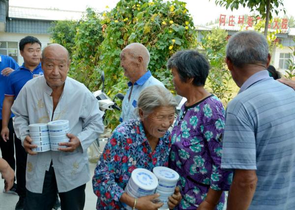 唐河县源潭镇:第一团支书携手爱心企业捐赠爱心羊奶粉