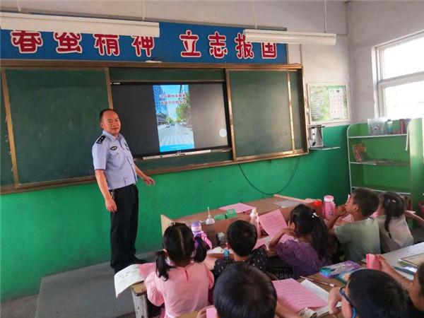新野交警大队组织开展交通安全进校园宣传教育活动