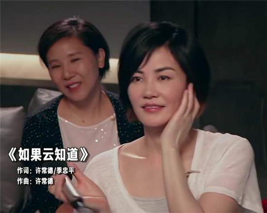 51岁王菲直播K歌 干净利落的短发状态佳