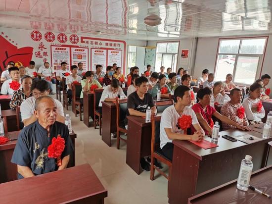 """贫困村飞出一群""""金凤凰"""" 汝南县板店乡柴庄村今年考上32名大学生"""