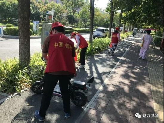 """【六城联创 淇滨在行动】长江路街道开展""""助力创文""""志愿服务活动"""