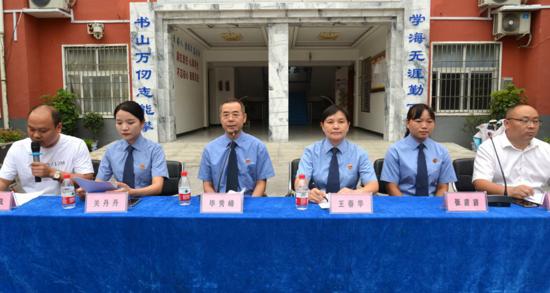 新蔡县检察院金秋送法走进月亮湾中学