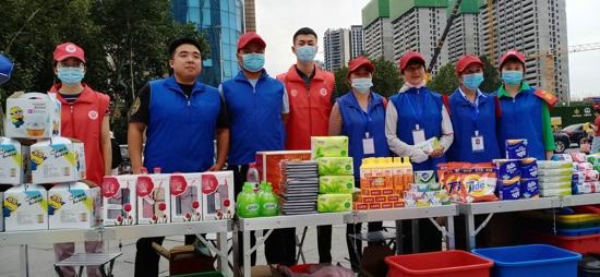 郑州中原区城市管理局在中原万达广场组织开展垃圾分类宣传活动
