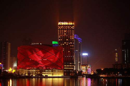 武汉万达汉秀剧场发生事故致两人死亡 涉事公司总经理、运营专员被免职