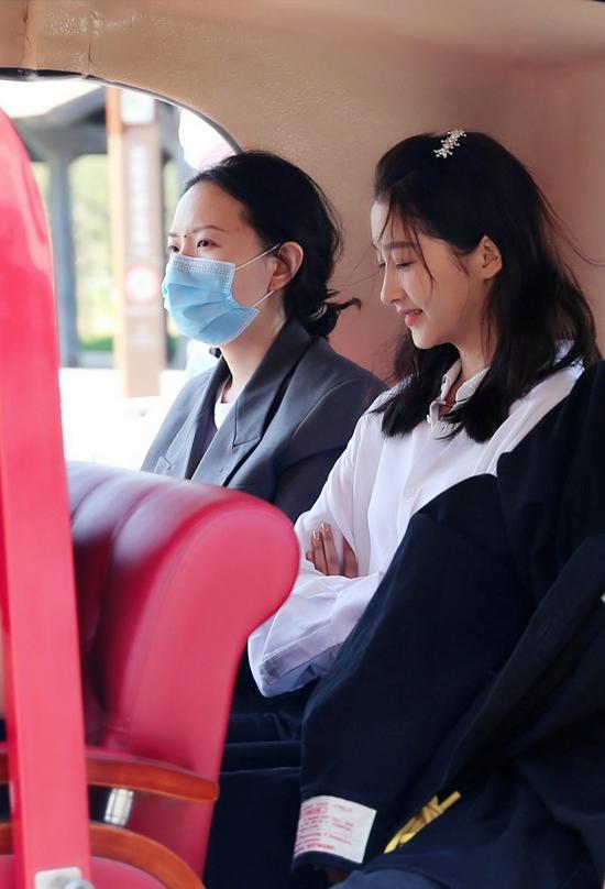 关晓彤、阚清子等明星现身郑州电影小镇