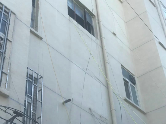 郑州桐柏路216号院老旧小区改造, 把这些窗户全封了... 竟是因为