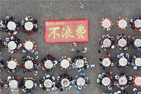 """丹江库区喜庆丰收 农民摆""""不浪费""""号召厉行节约"""