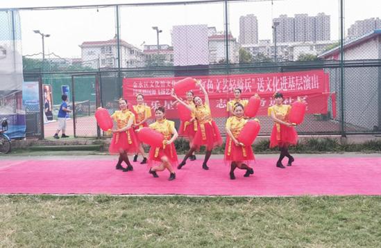 """郑州市国基路街道21世纪社区举办""""红色文艺轻骑兵""""文艺演出活动"""