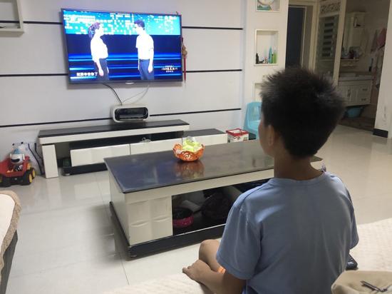 """你在我眼中是最美 ——郑州五龙口小学组织收看""""出彩河南人""""2020最美教师发布仪式"""