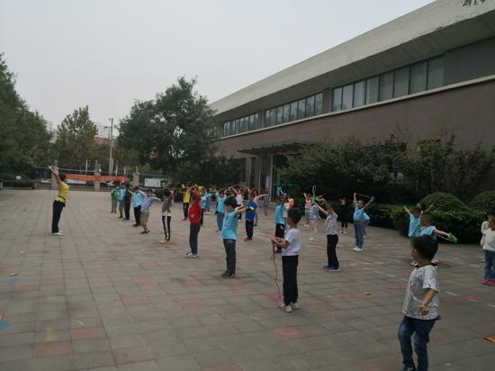 新起点,新征程 ——一年级新生入学常规训练(三)