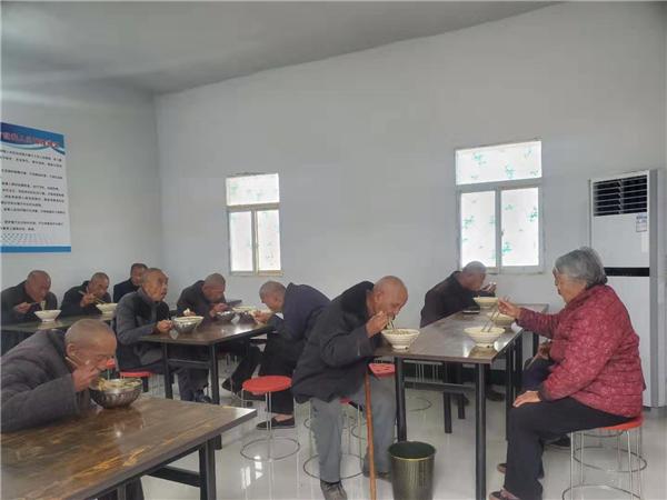 唐河大河屯镇:爱心企业送温暖  扶贫帮困暖人心