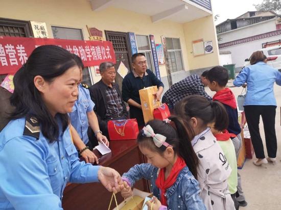 汝南县市场监管局携手爱心企业开展中秋节前扶贫慰问活动