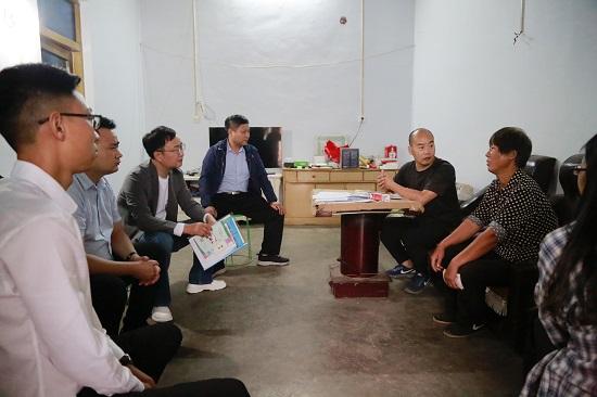 郑州市新的社会阶层代表人士深入登封市寺沟村奉献爱心