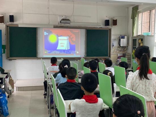 海上生明月 天涯共此时——郑州市新柳路小学师生共迎中秋佳节