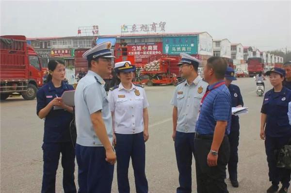 南阳消防支队党委常委带领300余名消防指战员、文员下沉一线 开展集贸市场消防安全集中排查整治