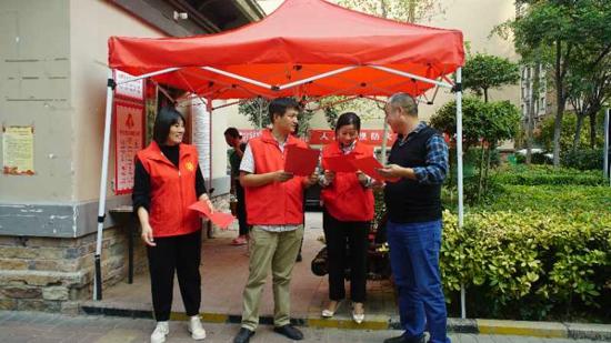 兰考县桐乡街道组织新联会人员积极参与文明城市创建工作