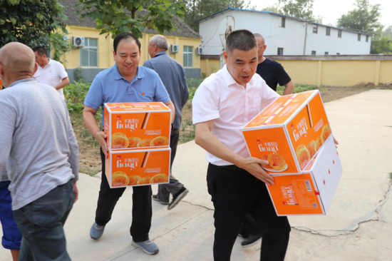 一次捐赠上万元物品,周口太康万城商贸中秋慰问毛庄镇特困老人