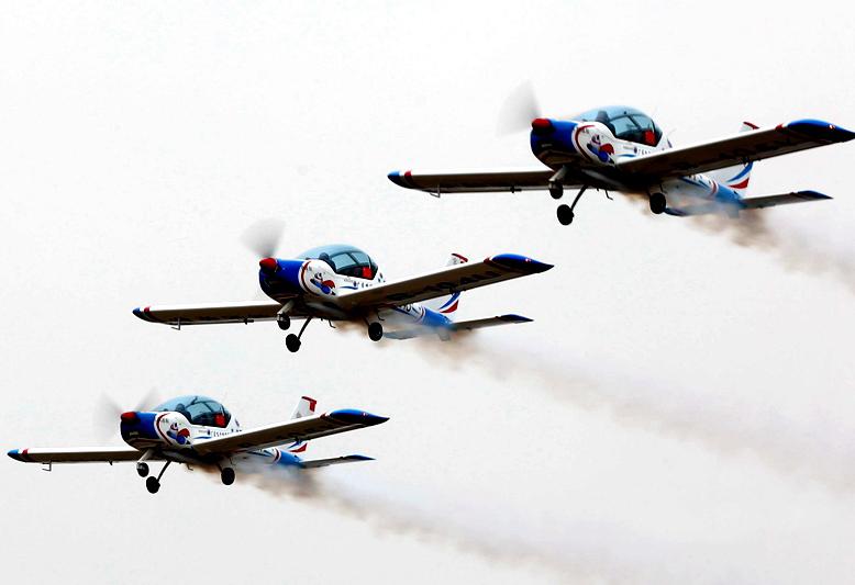 第十二届安阳航空运动文化旅游节开幕
