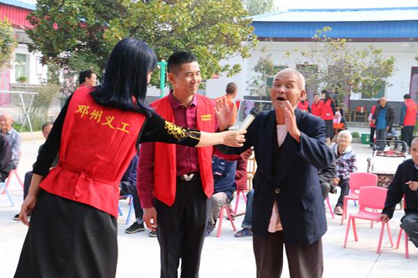 邓州市白牛镇:国庆中秋送祝福 脱贫路上洒满爱