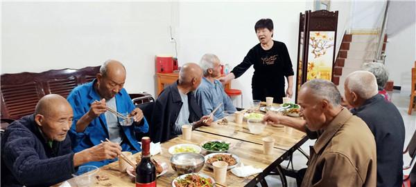"""唐河桐河乡:月满中秋逢国庆 幸福院里庆""""双节"""""""