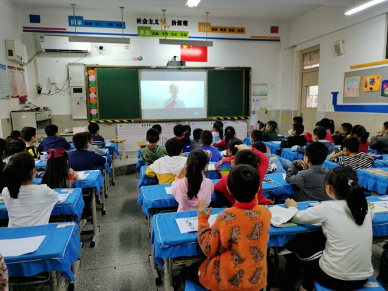 时刻准备着——郑州高新区外国语小学第二批少先队员入队仪式