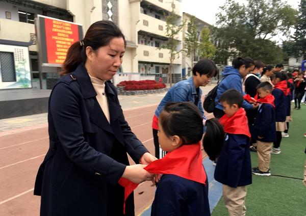 传承红色基因 争做先锋少年!郑州市二七区京广路小学80名少先队员宣誓入队