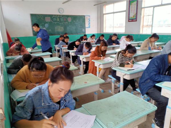 唐河县苍台镇:率先组织教师素质能力提升考试