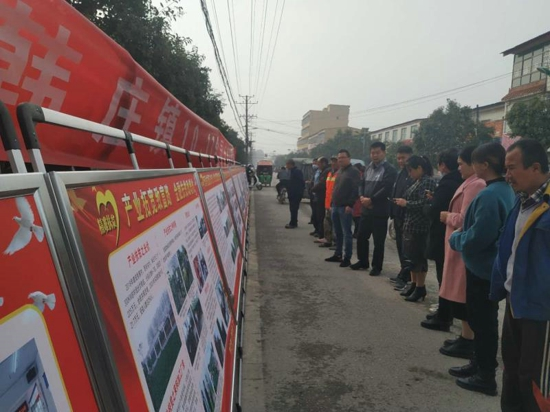 """汝南县韩庄镇""""扶贫日""""宣传  我们在行动"""