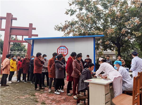 """南阳宛城区瓦店镇开展了一场专业的""""健康扶贫""""活动"""