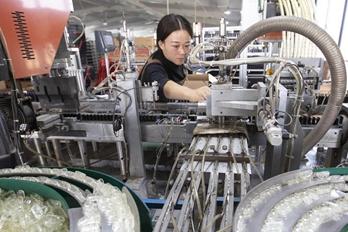河南夏邑:打火机产业助扶贫