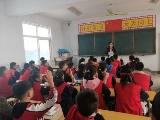 """富德生命人寿河南分公司""""小海豚计划""""爱心帮扶贫困学生"""