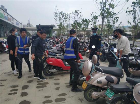 """郑州市南阳路街道办事处开展""""共享单车""""专项整治行动  全面提升市容环境秩序"""