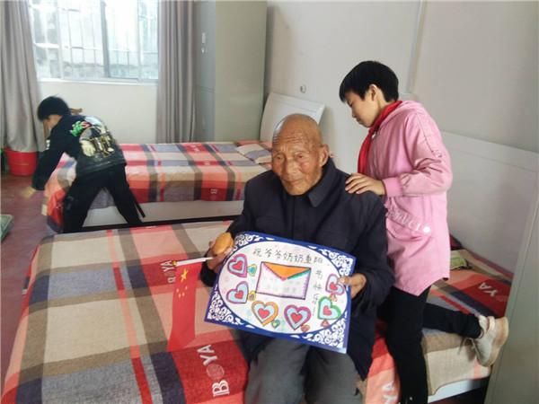 """内乡县王店第一中心小学""""爱在重阳""""温暖老人心"""