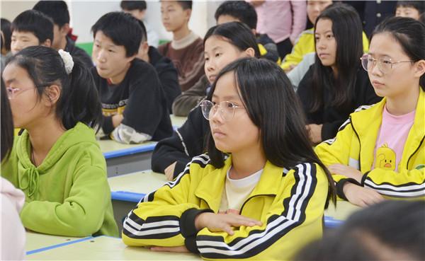 新野法院:法治教育进校园 护航青少年健康成长
