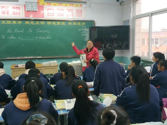 三门峡英语教师朱红:山区支教结束后 她连打两年报告选择继续留教