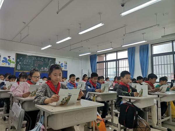 """郑州市管城区紫东路小学开展""""垃圾分类,从我做起""""主题教育队会活动"""