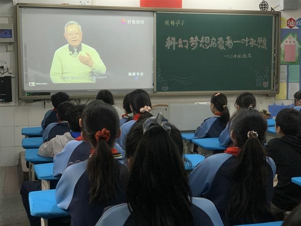 """郑州管城区南学街小学开展""""每周一星""""榜样教育活动"""