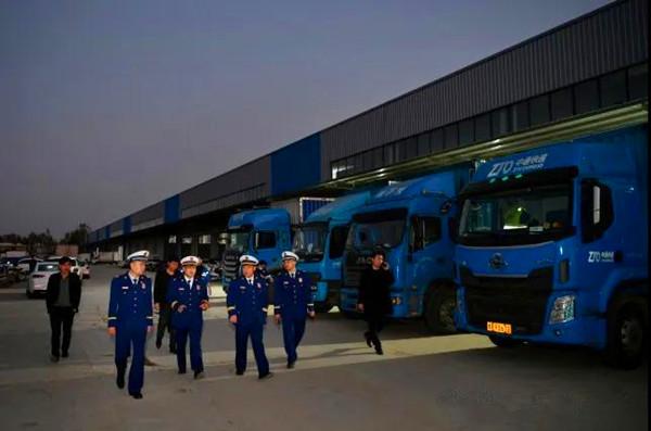 南阳市消防救援支队开展仓储物流企业消防安全夜查行动