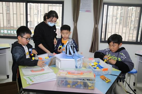 郑州文源小学:提供安全安心照护 尽享智趣课后服务