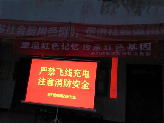 《上甘岭》带郑州市南阳路街道西彩社区居民 重温了那段峥嵘岁月