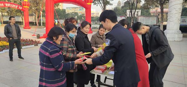 邓州市应急管理局开展森林防火宣传月活动