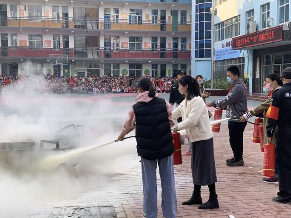 郑州市中原区百花艺术小学:关注消防  生命至上