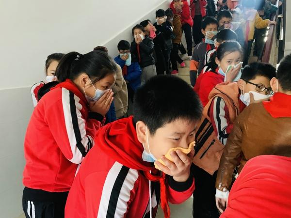 郑州市管城回族区紫东路小学:开展消防安全演练  筑牢生命防火墙