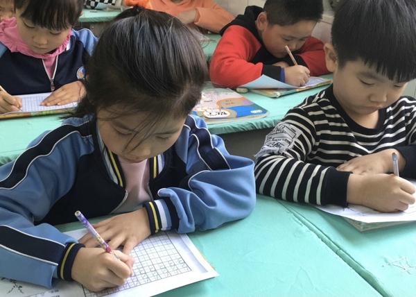 郑州管城区南学街小学开展数学规范化书写比赛活动