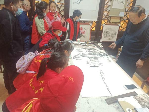中华校园小记者探访粤海艺术长廊